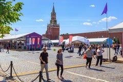 Moskou, Rusland - Juni 3, 2018: Het Rode vierkant 2018 van het boekfestival Open Russische boekenbeurs op Rood vierkant in Moskou royalty-vrije stock fotografie