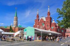 Moskou, Rusland - Juni 3, 2018: Het Rode vierkant 2018 van het boekfestival Open Russische boekenbeurs op Rood vierkant in Moskou royalty-vrije stock foto's