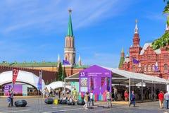 Moskou, Rusland - Juni 3, 2018: Het Rode vierkant 2018 van het boekfestival Open Russische boekenbeurs op Rood vierkant in Moskou stock afbeelding