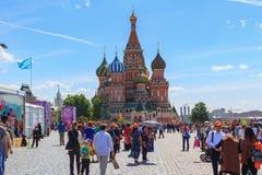 Moskou, Rusland - Juni 3, 2018: Het Rode vierkant 2018 van het boekfestival Open Russische boekenbeurs op Rood vierkant in Moskou royalty-vrije stock afbeeldingen