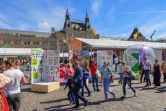 Moskou, Rusland - Juni 3, 2018: Het Rode vierkant 2018 van het boekfestival Open Russische boekenbeurs op Rood vierkant in Moskou stock afbeeldingen