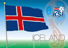 MOSKOU, RUSLAND, juni-juli 2018 - de Wereldbekerembleem van Rusland 2018 en de vlag van IJsland Stock Foto's