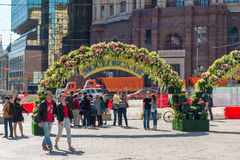 Moskou, Rusland - kan 14 2016 Kamergerskysteeg verfraaide bogen met bloemen - de Lentefestival Moskou Royalty-vrije Stock Afbeelding