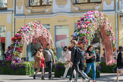 Moskou, Rusland - kan 14 2016 Straten van ornament de bloemenbogen voor festival - de Lente van Moskou Royalty-vrije Stock Foto's