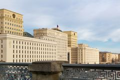 Moskou, Rusland - Maart 25, 2018: De bouw van het Ministerie van defensie van de Russische Federatie tegen blauwe hemel Stock Afbeeldingen