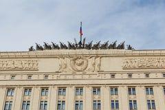 Moskou, Rusland - Maart 25, 2018: De bouw van het Ministerie van defensie van het Russische Federatieclose-up tegen blauwe hemel Stock Foto's