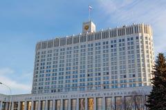 Moskou, Rusland - Maart 25, 2018: De bouw van het Russische Huis van de Federatieoverheid op een blauwe hemelachtergrond Stock Afbeelding