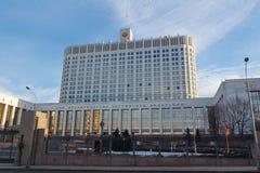 Moskou, Rusland - Maart 25, 2018: De bouw van het Russische Huis van de Federatieoverheid tegen blauwe hemel Stock Foto's