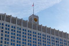 Moskou, Rusland - Maart 25, 2018: De bouw van het Russische Huis van de Federatieoverheid tegen blauwe hemel Royalty-vrije Stock Afbeelding