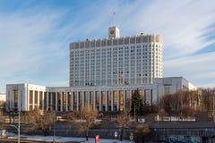Moskou, Rusland - Maart 25, 2018: De bouw van het Russische Huis van de Federatieoverheid tegen blauwe hemel Royalty-vrije Stock Fotografie