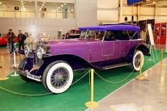 MOSKOU, RUSLAND - MAART 9: Retro auto in XXI Internatio Royalty-vrije Stock Fotografie