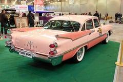 MOSKOU, RUSLAND - MAART 9: Retro automobiel Dodge in XXI Inte Royalty-vrije Stock Foto's