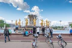 MOSKOU, RUSLAND - Mei 27, 2017: De Fontein van de Volkerenvriendschap in Tentoonstelling van Verwezenlijkingen van Nationale Econ Royalty-vrije Stock Afbeeldingen
