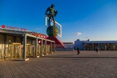 MOSKOU, RUSLAND - Mei 23, 2018: De mensen gaan door turnstiles over bij de ingang aan Spartak-stadion dat gastheren de gelijken v Stock Foto's