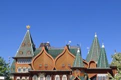 Moskou, Rusland - Mei 11, 2018: De mooie architectuur van het Paleis van Tsaar Alexei Mikhailovich in Kolomenskoye-bovenste gedee stock foto's