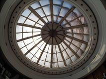 MOSKOU, RUSLAND - MEI 18, 2017: Glazig plafond bij Witte Zaal van P stock afbeeldingen