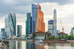 Moskou, Rusland - Mei 26, 2019: Weergeven van wolkenkrabbers van Internationaal Commercieel Centrum in Moskou royalty-vrije stock foto's