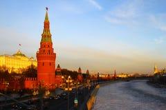 Moskou, Rusland Mening aan Moskou het Kremlin bij zonsondergang Royalty-vrije Stock Afbeeldingen
