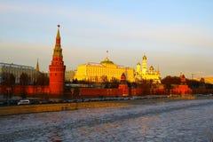 Moskou, Rusland Mening aan Moskou het Kremlin bij zonsondergang Royalty-vrije Stock Afbeelding