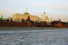 Moskou, Rusland Mening aan Moskou het Kremlin bij zonsondergang Royalty-vrije Stock Foto