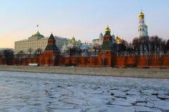 Moskou, Rusland Mening aan Moskou het Kremlin bij zonsondergang Stock Foto's