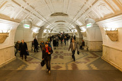 MOSKOU, RUSLAND -27 04 2015 metroposten Belorusskaya Stock Foto