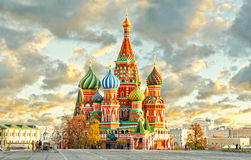 MOSKOU, RUSLAND, prentbriefkaarmening van rood vierkant en ST Cahtedral BASILICUM royalty-vrije stock fotografie