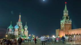 Moskou, Rusland, Rood vierkant, mening van St Basilicum` s Kathedraal stock videobeelden