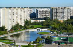 Moskou, Rusland - September 01 2016 Een Hoogste mening van district 15 in Zelenograd-de zomer Stock Afbeeldingen