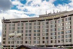 MOSKOU, RUSLAND - September 16, 2017 - het Hotel van Radisson Slavyanskaya en Commercieel Centrum op het Vierkant van Europa in M Stock Afbeeldingen