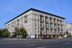 Moskou, Rusland, 01 September, 2018 Huis 38-40/15 de bouw9on Zemlyanoy val straat, Vorontsov-Gebied, 15 in duidelijk weer royalty-vrije stock afbeelding