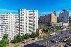 Moskou, Rusland - September 20 2017 Mening van kruising van straat Kamenka en Panfilov-Weg Stock Foto