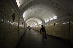 Moskou, RUSLAND - SEPTEMBER 12: Mensen in metro van Moskou op 12 SEPTEMBER, 2014 Stock Afbeeldingen