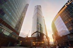 MOSKOU, RUSLAND - SEPTEMBER 15, 2016: Schemeringmening van het Stads Commerciële Centrum, Moskou, Rusland Stock Foto's