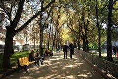Moskou, RUSLAND - SEPTEMBER 16: wandelaars op de straten in het centrum van de toeristen van Moskou op 16 SEPTEMBER, 2014 Royalty-vrije Stock Afbeeldingen