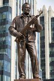 MOSKOU, RUSSIA/SEPTEMBER 20.2017: Monument aan de ontwerper Mikhail Kalashnikov, de schepper van het geweer van de Kalashnikovaan Royalty-vrije Stock Fotografie