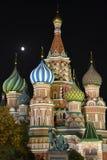 Moskou 's nachts: De Basilicumkathedraal van heilige Royalty-vrije Stock Foto