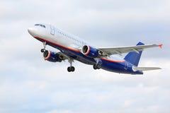 De vliegen van Aeroflot van de luchtbus Stock Afbeeldingen