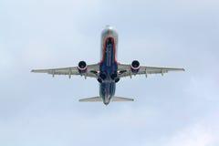 De vliegen van de luchtbus A320 Stock Foto