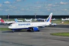 MOSKOU - SEPTEMBER 05: Vliegtuig in luchthaven Domodedovo Stock Afbeeldingen