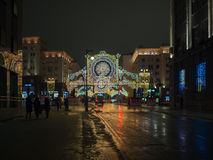 Moskou voor Nieuwjaar en Kerstmisvakantie wordt verfraaid die Licht Festival De steeg van Gazetnyj pereulok Kamergersky Stock Foto