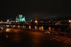 从Moskva河和堤防的夜莫斯科 库存图片