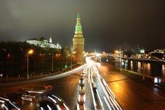 从Moskva河和堤防的夜莫斯科 库存照片