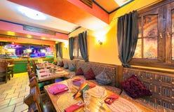 MOSKVA - AUGUSTI 2014: Inre av den mexicanska nattklubbrestaurangen Fotografering för Bildbyråer