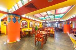 MOSKVA - AUGUSTI 2014: Inre av restaurangindiern och den tibetana kokkonsten Arkivfoton