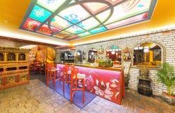 MOSKVA - AUGUSTI 2014: Inre av restaurangindiern och den tibetana kokkonsten Royaltyfri Foto