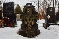 Moskva - 03 Februari 2017: Gammal arg minnesmärke på den Donskoy cemen Royaltyfri Bild