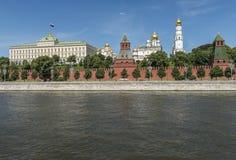 Moskva-Flussdamm kremlin Stockfotos