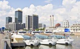 Moskva, internationell handelmitt och kryssningfartyg Arkivbild