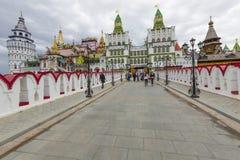 MOSKVA - JUNI 04: Kulturell-underhållning komplex Kreml i Izma Fotografering för Bildbyråer